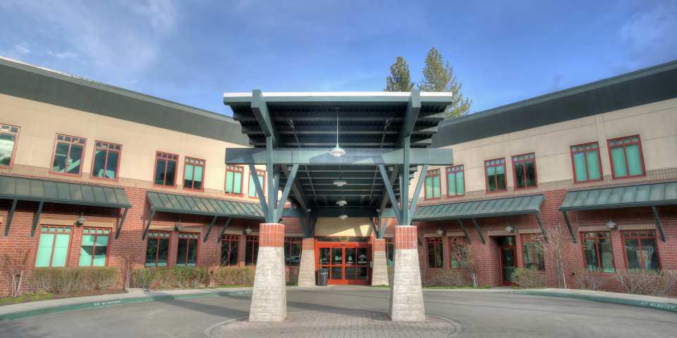 front entrance of Tahoe Forest Hospital