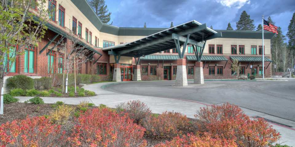 Tahoe Forest Hospital front exterior