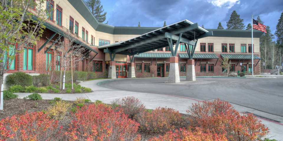 tahoe forest hospital exterior