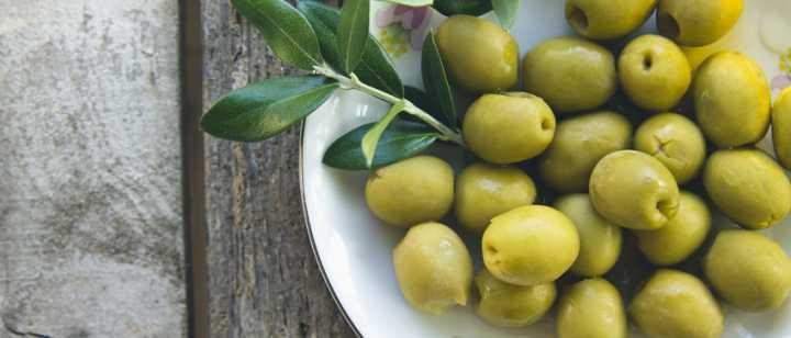 bowl of Niçoise olives