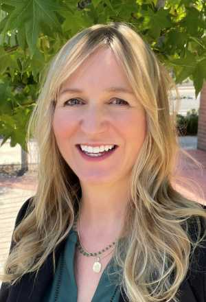 Dr. Anna Ferrera Baumann headshot