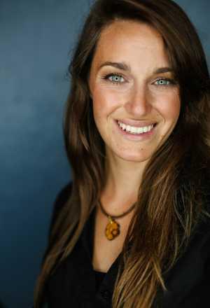 Elena Roemer headshot