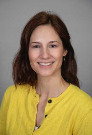 Lizzy Henasey headshot